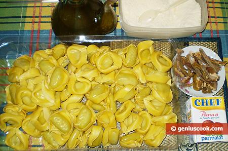 Ingredienti per i Tortelloni in salsa cremosa ai funghi