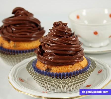 Muffin allo yogurt con gocce di cioccolato e crema al cioccolato