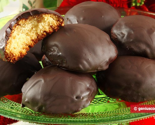 Biscotti di Marzapane ricoperti di cioccolato