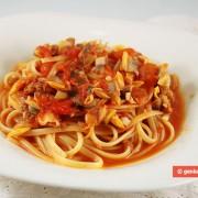 Linguine con Vongole in Salsa di Pomodoro